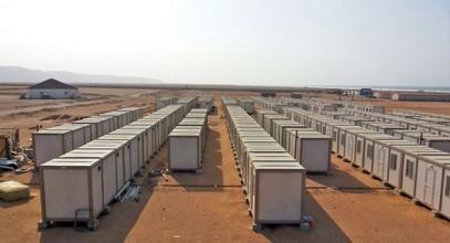 Kami mendirikan lokasi konstruksi untuk pekerja tambang emas di Guinea
